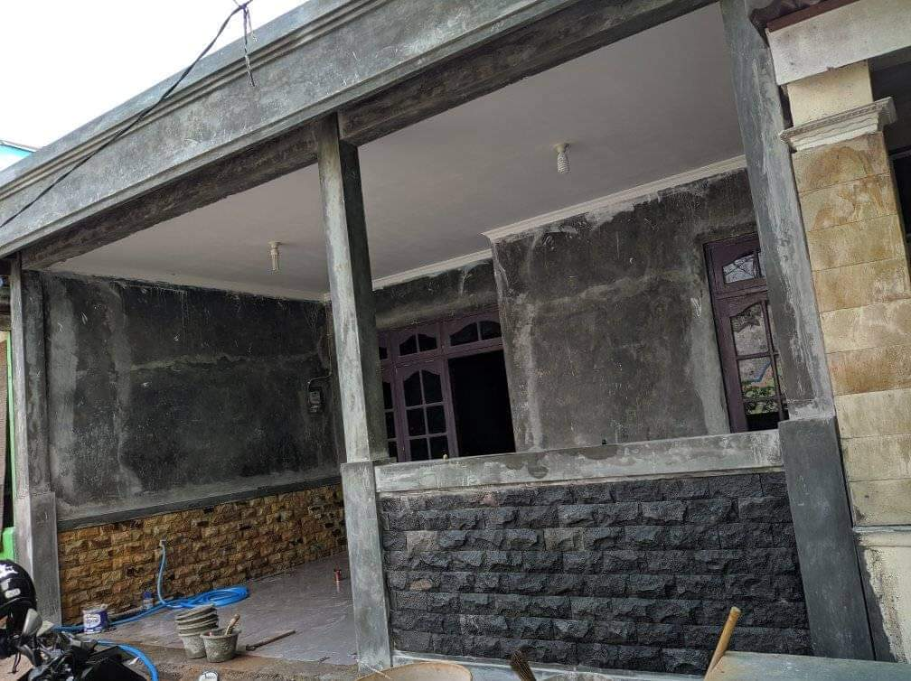 Renovasi Teras Rumah Lama di Solo
